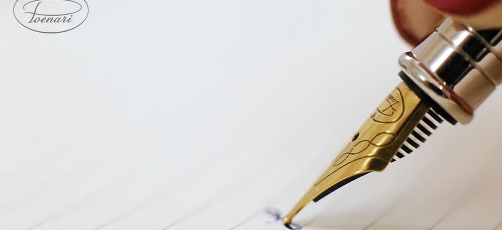 Ce caracteristici trădează scrisul de mână aproape indescifrabil?