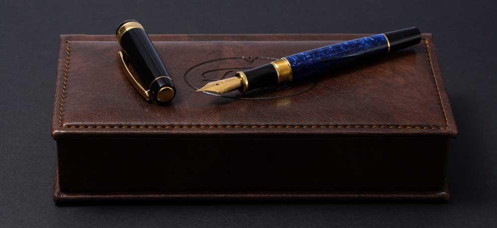 Dăruiește-i un cadou special: de ce să alegi personalizarea stiloului?